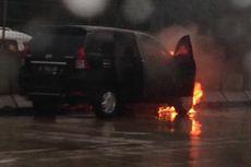 Sebuah Mobil Terbakar di Tol JORR W2
