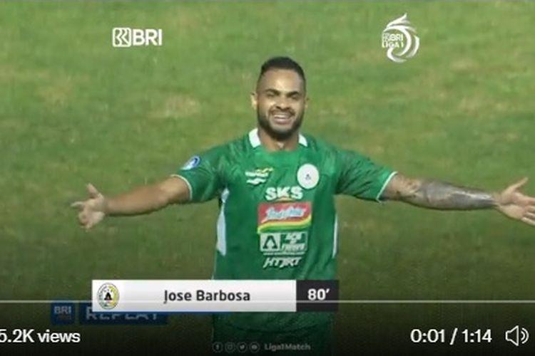 Eduardo Jose Barbosa da Silva Junior atau dikenal Juninho cetak gol untuk timnya, PSS Sleman ketika menghadapi Arema FC di Stadion Pakansari (19/9/2021) malam WIB.