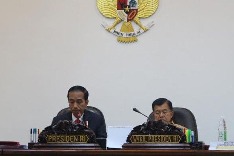 Presiden Joko Widodo dan Wakil Presiden Jusuf Kalla memimpin ratas di Istana, Jakarta, Rabu (17/1/2017).