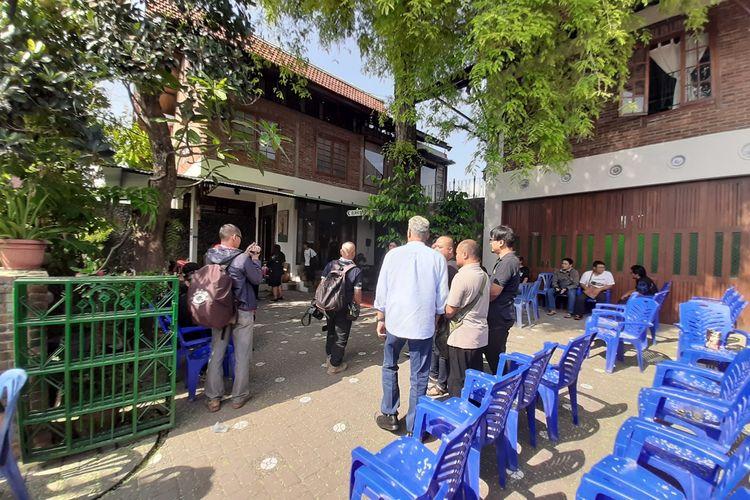 Para pelayat mulai berdatangan dirumah duka Djaduk Ferianto di Kembaran, Desa Tamantirto, Kecamatan Kasihan, Kabupaten Bantul.