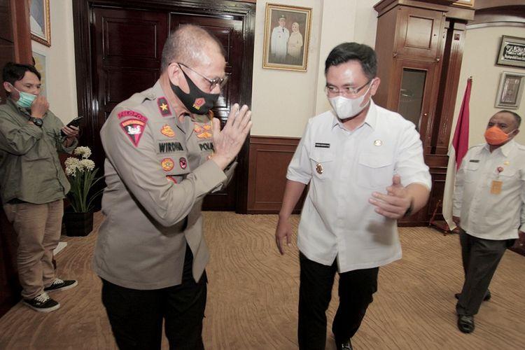 Wakapolda Banten Brigjen Pol Whirdan Denny (kiri) dan Wakil Gubernur Banten Andika Hazrumy