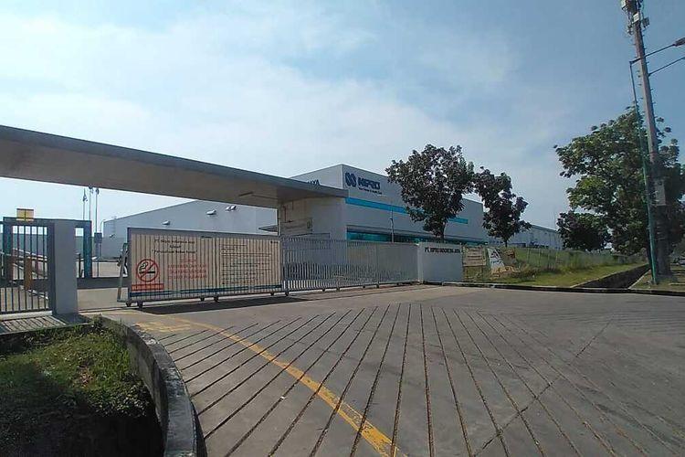 Sebanyak 106 karyawan PT Nipro Indonesia Jaya terkonfirmasi positif Covid-19. Perusahaan pun tutup sementara selama 14 hari.