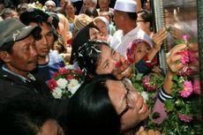 Ratapan Keluarga Korban Warnai Peresmian Monumen KM Sinar Bangun, 164 Nama Korban Diukir Sebagai Pengingat