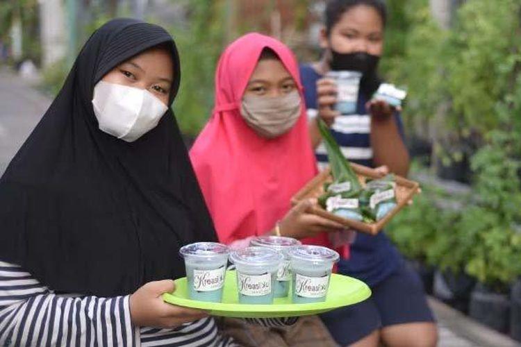 Setelah upaya membudidayakan tanaman telang kini hampir mencapai 2.800 tanaman, RT-2 RW-3 Ketintang kini terus mengkreasikan telang menjadi berbagai macam olahan. Olahan telang milik Aufaarelia Erdhinatasya telah masuk daftar UMKM Surabaya.