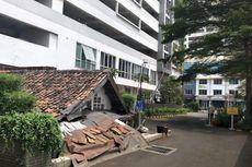 Saat Apartemen Mewah Dibangun, Pemilik Rumah Reyot Mandi Debu Tiap Hari