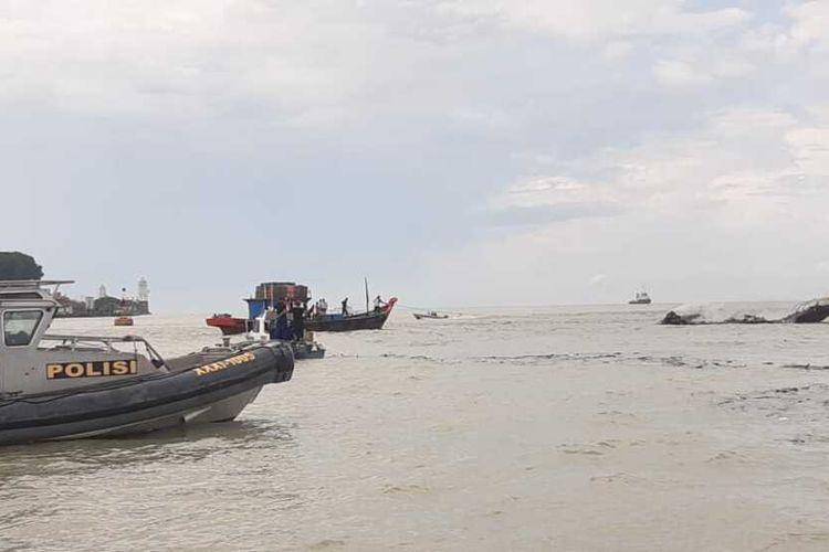 Kapal Takong Hiu milik Badan Pengelola Perbatasan Kabupaten Karimun, Kepulauan Riau (Kepri) terbakar pada Kamis (23/07/2020).