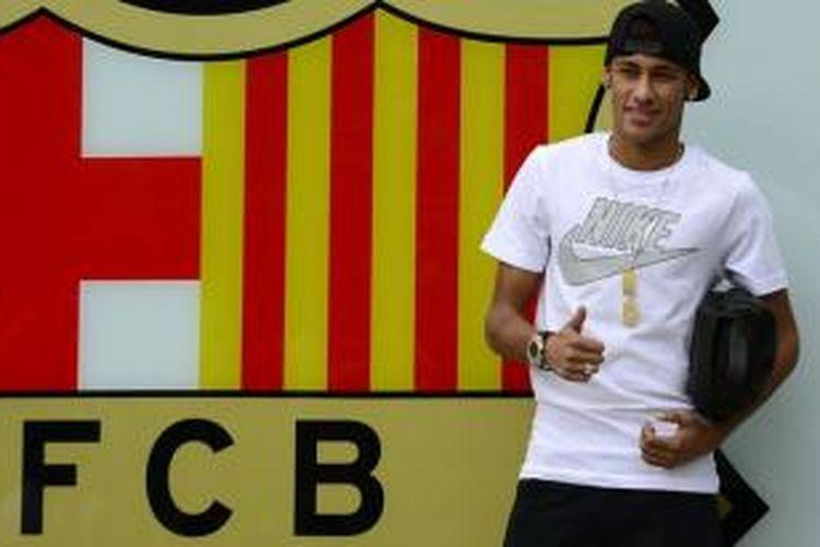 Pemain baru Barcelona, Neymar, yang dibeli dari klub Brasil, Santos.