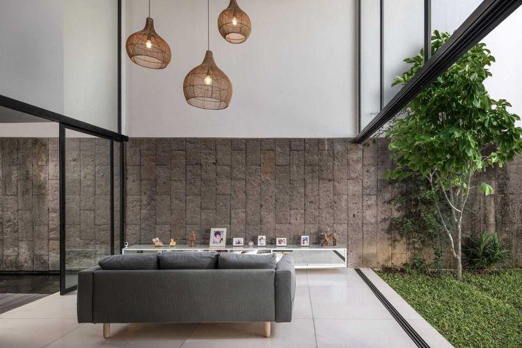 Ruang Keluarga YY Residence karya Hadivincent Architects