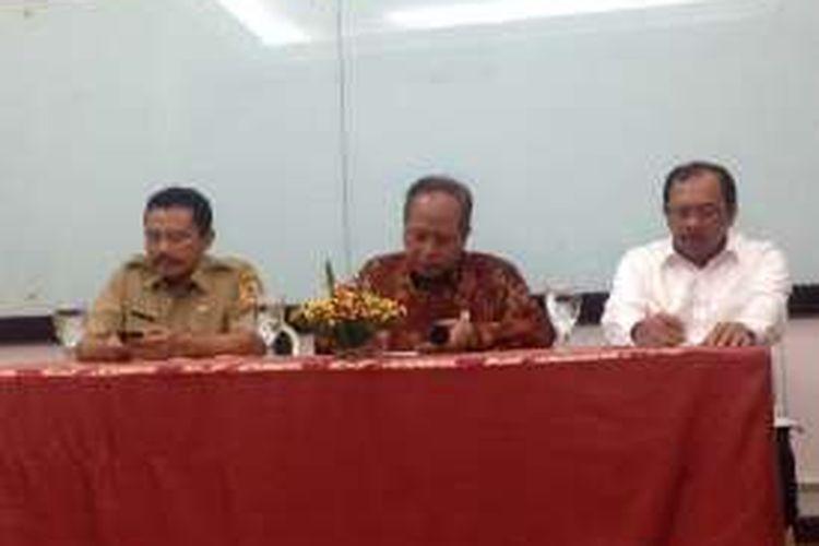 Menristek Muhammad Nasir (tengah) saat berbicara di Semarang, Senin (28/11/2016)
