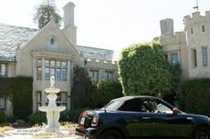 Playboy Mansion Terjual Rp 1,3 Triliun