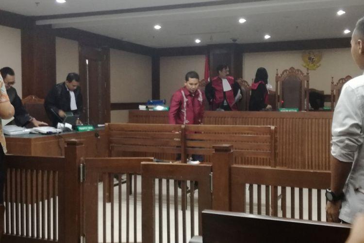 Bupati Bener Meriah Ahmadi teringat dengan anak-anaknya saat menjalani sidang lanjutan pemeriksaan sebagai terdakwa di Pengadilan Tindak Pidana Korupsi, Jakarta, Kamis (8/11/2018).