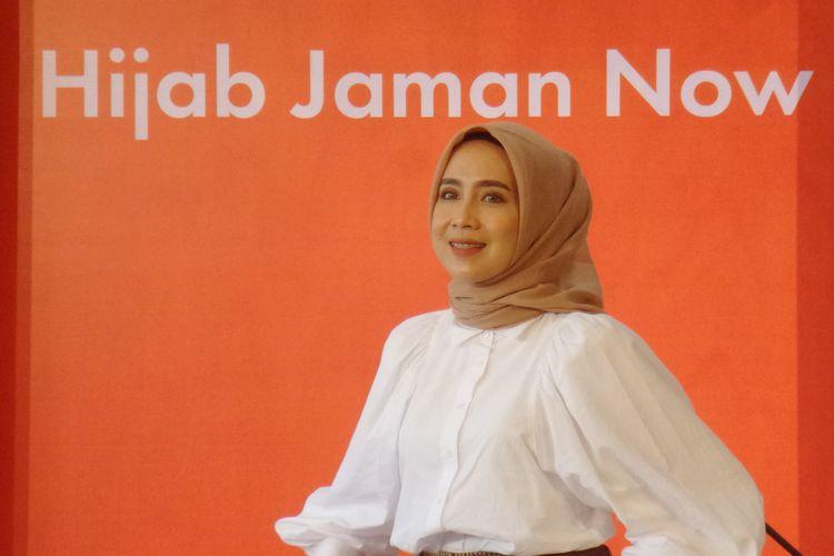 Stylist dan hijab business owner, Amelia Elle (@ameliaelle) ketika menghadiri Bincang Shopee di JW Marriott Hotels, Kuningan, Jakarta Selatan, Kamis (27/2/2020).