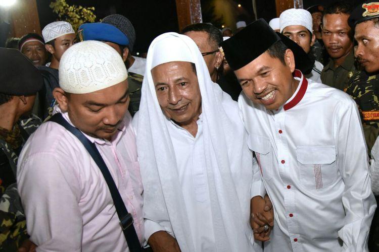 Habib Muhammad Luthfi bin Yahya bersama Bupati Purwakarta Dedi Mulyadi saat tabligh akbar dan zikir kebangsaan di Taman Pasanggrahan Padjadjaran, Purwakarta, Selasa (22/8/2017)