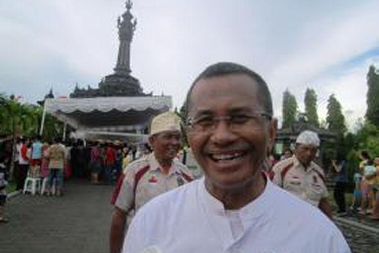 Ketua Umum Federasi Olahraga Barongsai Indonesia(FOBI), Dahlan Iskan disela-sela acara parade Barongsai di depan Musium bajrasandi Denpasar