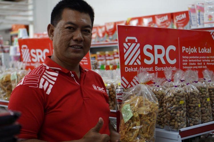 Purwanto dan toko kelontongnya yang kian berkembang setelah bergabung dengan SRC