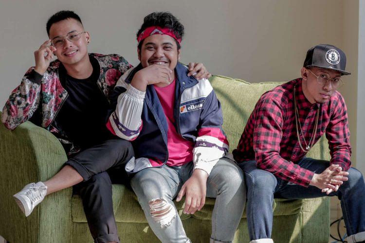 Grup vokal Trisouls berpose saat datang ke redaksi Kompas.com, Palmerah, Rabu (8/8/2018). Mereka mengeluarkan singel perdana dengan judul lagu Love, yang dirilis pada 29 Juni 2018 lalu.