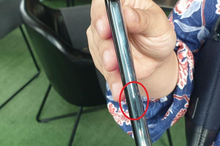 Sensor Touch Sense yang terdapat di sisi kanan smartphone Vivo Apex. Panel ini sangat kecil dan samar karena bewarna senada dengan casing ponsel.