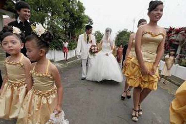 Pesta perkawinan yang berlangsung di Desa Kayu Uwi, Kawangkoan Barat, Minahasa, Sulawesi Utara.