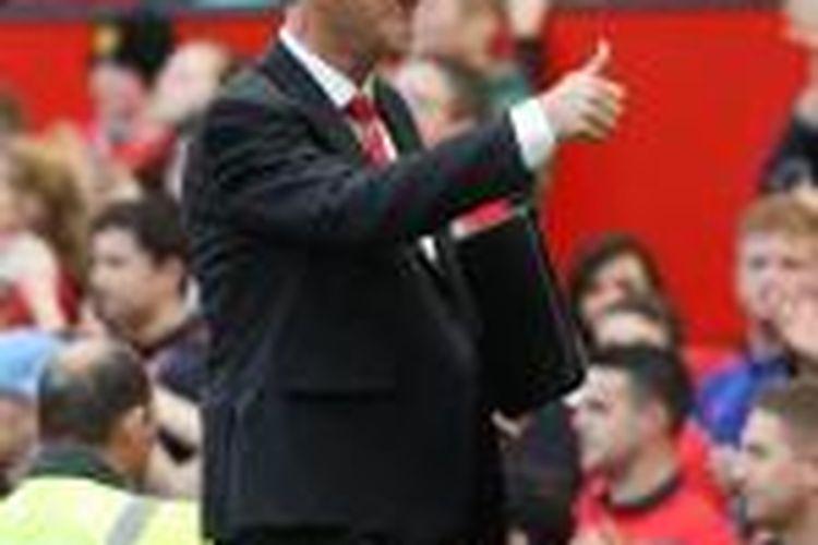 Ekspresi Manajer Manchester United Louis van Gaal usai timnya menang 2-1 atas Everton, pada lanjutan Premier League, di Old Trafford, Minggu (5/10/2014).