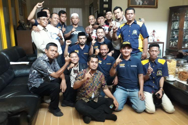 Rahmat Effendi bersama para relawannya sehari setelah Pilkada Wali Kota Bekasi 2018 pada Kamis (28/06/2017).