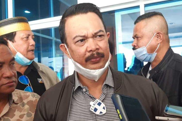 Puluhan massa Anggota Kerukunan Keluarga Sulawesi Selatan (KKSS) Kota Batam datangi Kantor Wilayah Direktorat Jenderal Bea dan Cukai (DJBC) Khusus Kepri. Kunjungan puluhan orang itu menindaklanjuti atas insiden yang menewaskan Haji Permata yang merupakan salah satu keluarga besar KKSS Kota Batam saat penegahan petugas Bea Cukai Kepri terhadap rokok ilegal di Perairan Tembilahan Provinsi Riau, Jumat (15/1/2021) kemarin.