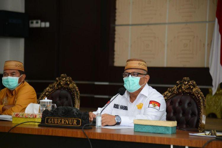 Gubernur Gorontalo Rusli Habibie saat rapat Forkopimda diperluas yang diikuti oleh bupati walikota secara daring, Kamis (13/08/2020). Rapat ini sebagai tindak lanjut keluarnyya Inpres nomor 6 tahun 2020 tentang peningkatan disipilin dan penegakan hukum protokol kesehatan dalam pencegahan dan pengendalian Covid-19