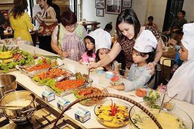 Masakan Gorontalo di acara Food Revolution Day, di Cook Shop, Kebayoran Baru, Jakarta, Minggu (18/5/2014).