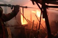 Dipicu Arus Listrik Pendek, Sebuah Rumah Tinggal di Duren Sawit Terbakar