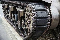 TNI Ganti Rugi Gerobak dan 4 Motor yang Tertabrak Tank di Bandung Barat