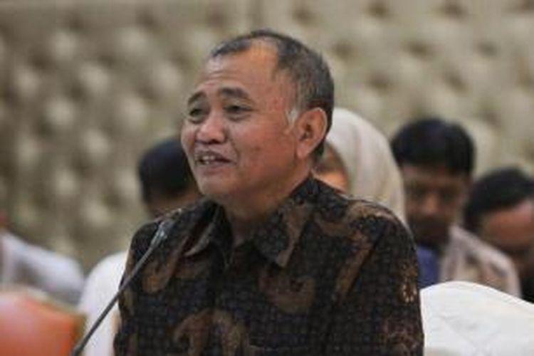 Calon pimpinan KPK, Agus Rahardjo, mengikuti tes wawancara di kantor Kementerian Sekretariat Negara, Jakarta, Senin (24/8/2015). Sebanyak 19 capim KPK mengikuti seleksi tahap akhir, yang selanjutnya dipilih delapan nama yang akan diserahkan kepada Presiden Joko Widodo.
