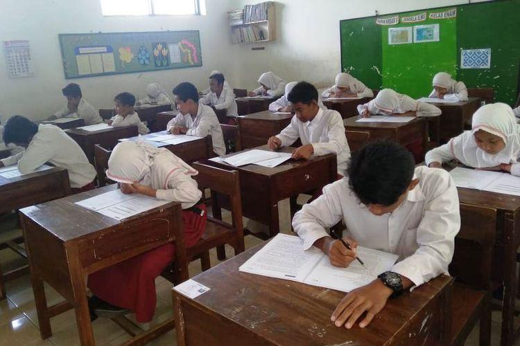 Ilustrasi siswa ujian.