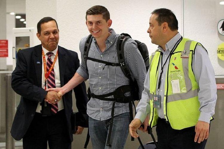 Jurnalis AS Cody Webble sampai di Bandara Miami Kamis (7/3/2019) setelah sebelumnya disekap selama 12 jam oleh otoritas Venezuela.