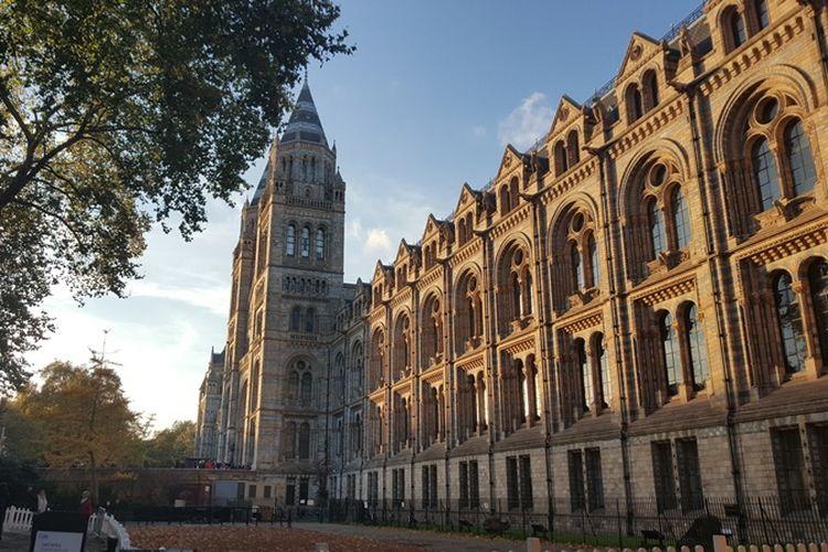 Natural History Museum di London, Inggris, merupakan museum sejarah alam yang memiliki 80 juta spesimen dari lima koleksi utama, yaitu botany (tumbuhan), entomology (serangga), mineralogy (mineral), paleontology (fosil hewan dan tumbuhan) serta zoology (hewan).
