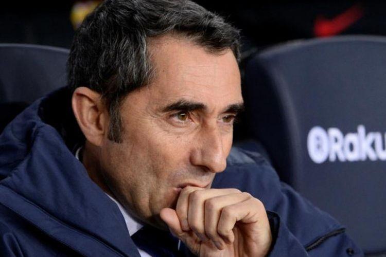 Ekspresi pelatih Barcelona, Ernesto Valverde, dalam partai Liga Spanyol lawan Alaves di Camp Nou, Barcelona, 28 Januari 2018.