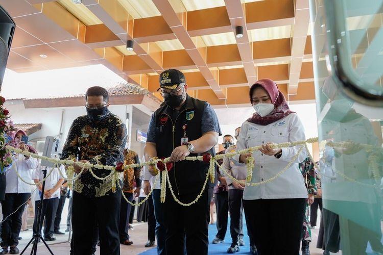 Bupati Kediri Hanindhito Himawan Pramana meresmikan gedung baru RS HVA Toelongrejo, Sabtu (21/8/2021).