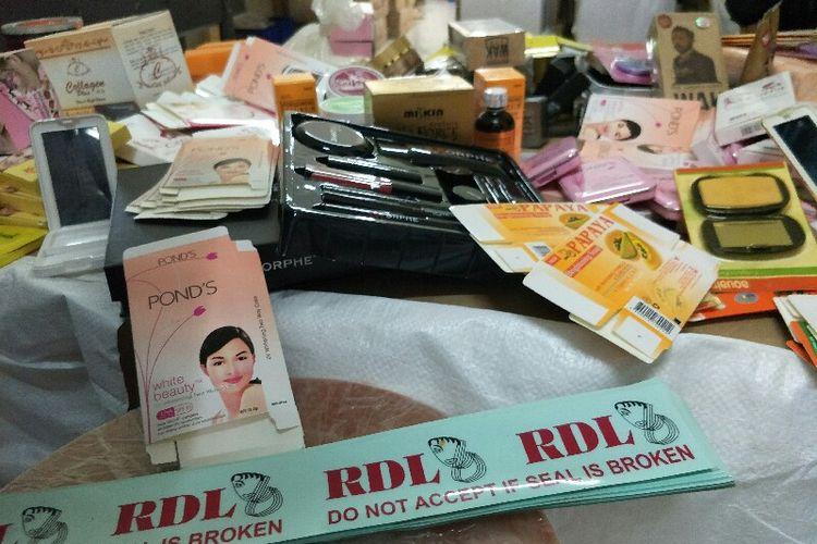 BPOM RI menggeledah pabrik kosmetik ilegal di kawasan Kalideres, Jakarta Barat pada Jumat (25/1/2019).