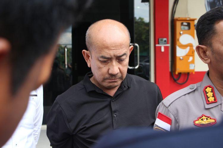Satu dari tiga pelaku yang masuk dalam Daftar Pencarian Orang (DPO) kasus penyelundupan narkotika golongan I jenis sabu di kapal MV Sunrise Glory sebanyak 1 ton tertangkap.  Pelaku tersebut atas nama Hazard Rochaizad (57) yang ditangkap di Bandara Hang Nadim di Batam, Kepri.