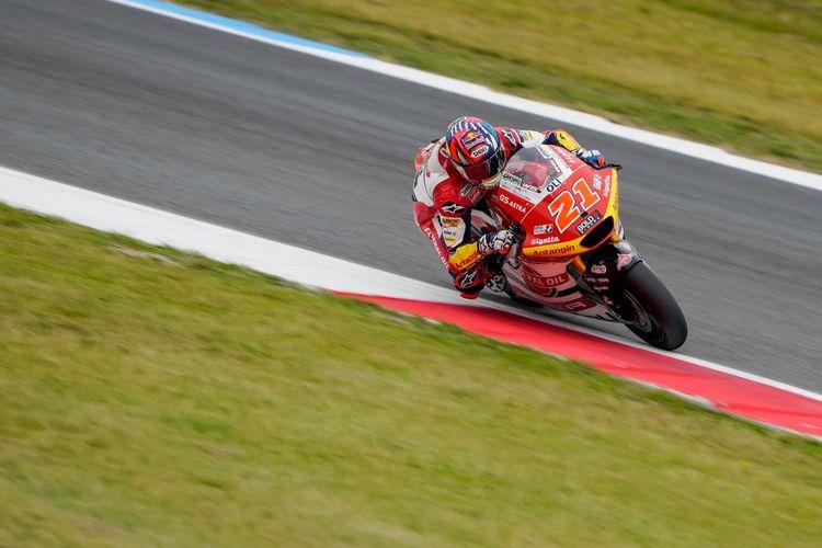 Pebalap Federal Oil Gresini Moto2 (FOGM2), Fabio Di Giannantonio, saat balapan pada Moto2 Belanda 2021