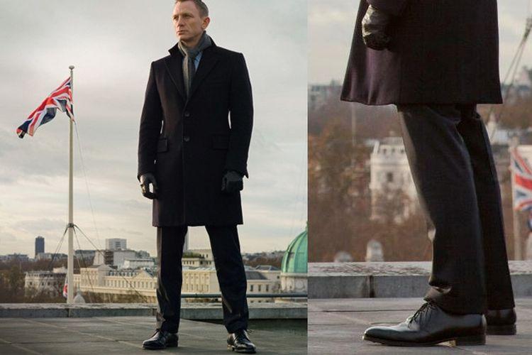 Daniel Craig sebagai James Bond