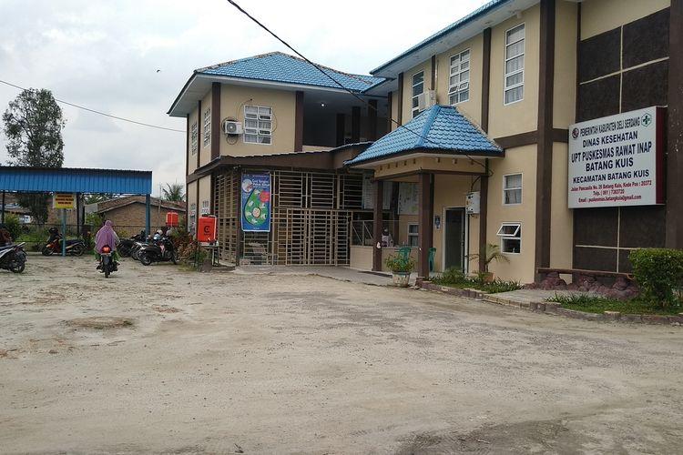 Aktivitas di UPT Puskesmas Rawat Inap Batang Kuis masih berjalan dengan pembatasan waktu hingga pukul 12.00 WIBkes. Di puskesmas ini, sebanyak 21 tenaga kesehatan, 4 di antaranya dokter gigi dan dokter umum terkonfirmasi positif Covid-19.