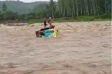 Viral, Video Truk Sawit Terjebak Banjir di Tengah Sungai, Sopir dan Kernet Selamat