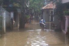 Banjir Masih Menggenangi Kampung Pulo