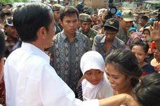 Jokowi Bagi-bagi THR di Kampung Kumuh Penjaringan