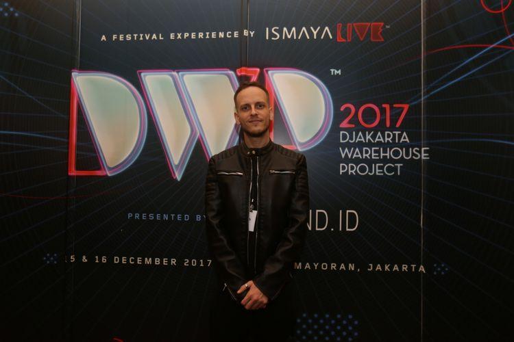 Ilan Bluestone berpose usai diwawancara di sela acara Djakarta Warehouse Project 2017 di JI Expo, Kemayoran, Jakarta, Jumat (15/12/2017). Pertunjukan yang berlangsung selama dua hari ini dimeriahkan oleh aksi panggung lainnya antara lain Marshmello, Rich Chigga, Steve Aoki, David Gravel, Hardwell dan lain-lain.