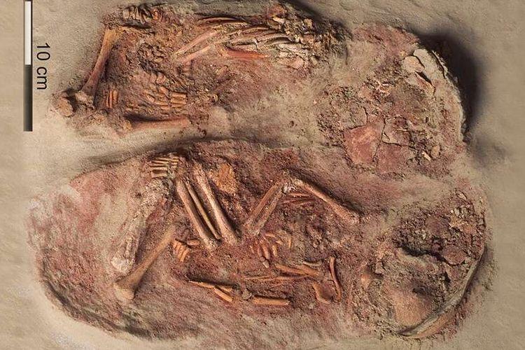 Kerangka bayi kembar identik yang ditemukan di situs Gravettian Krems-Wachtberg di Austria.