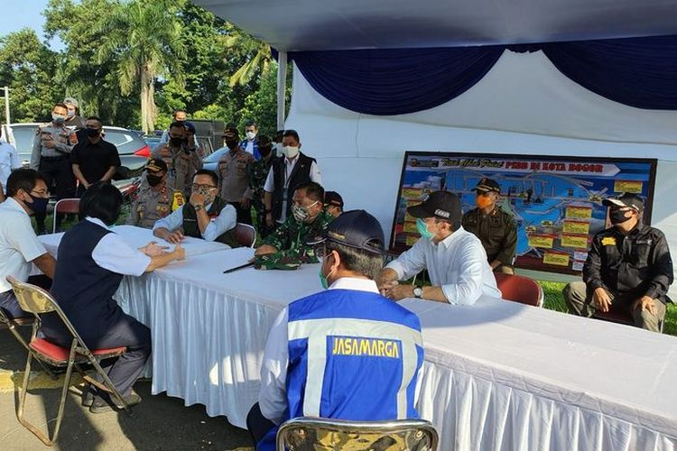 Sejumlah titik checkpoint didirikan dalam rangka PSBB Bogor