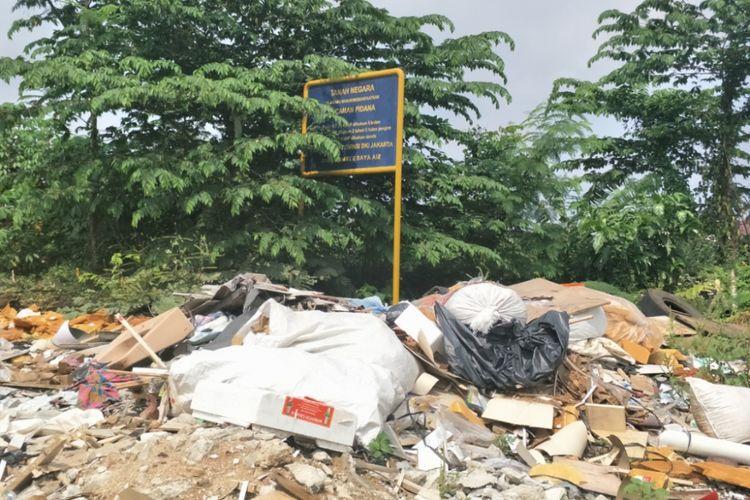 Lahan kosong milik pemerintah di RT 014 RW 004 Kelurahan Cilandak Barat, Lebak Bulus, Jakarta Selatan, Jumat (16/6/2018).