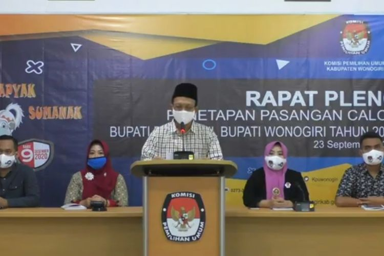 Ketua KPU Wonogiri, Toto Sihsetyo Adi membacakan pengumuman penetapan pasangan calon bupati dan wakil bupati pilkada Wonogiri 2020, Rabu (23/9/2020).