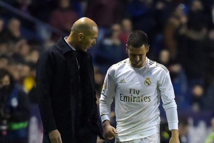 Zinedine Zidane dan Eden Hazard pada partai Levante vs Real Madrid.