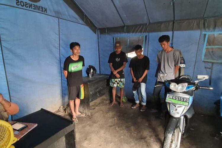 Bantu pelaku perjalanan yang tidak memiliki surat keterangan rapid tes antigen, sebanyak 6 orang pemuda di Palu ditangkap dan dibina, Jumat (29/1/2021).